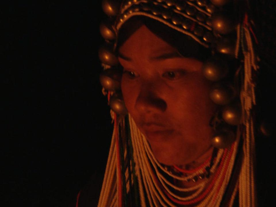 Mujer Akha noche canticos ff